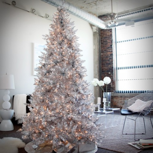 exciting-silver-and-white-christmas-tree-decorations-4